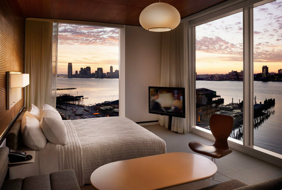 New York Waterfront Hotels: The Standard High Line